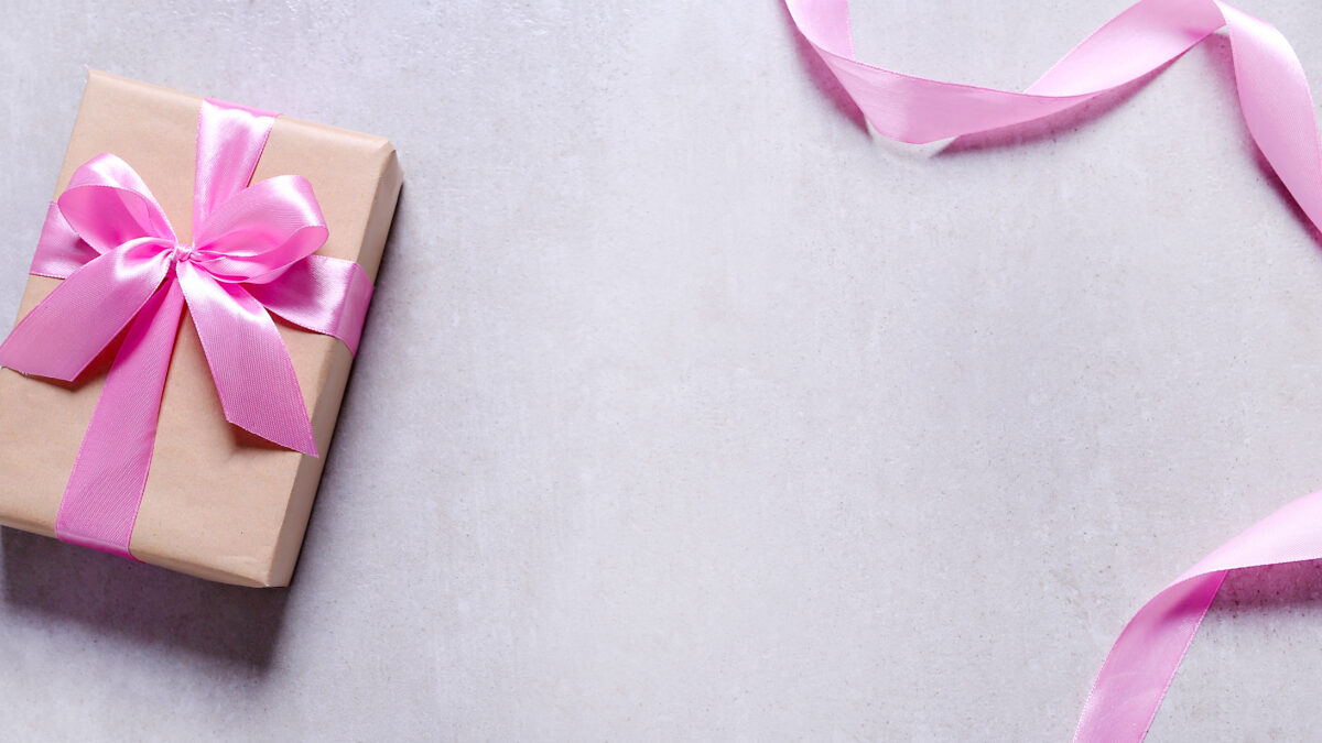 7 Best Gifts For Step Mom To Give On Mother's Day