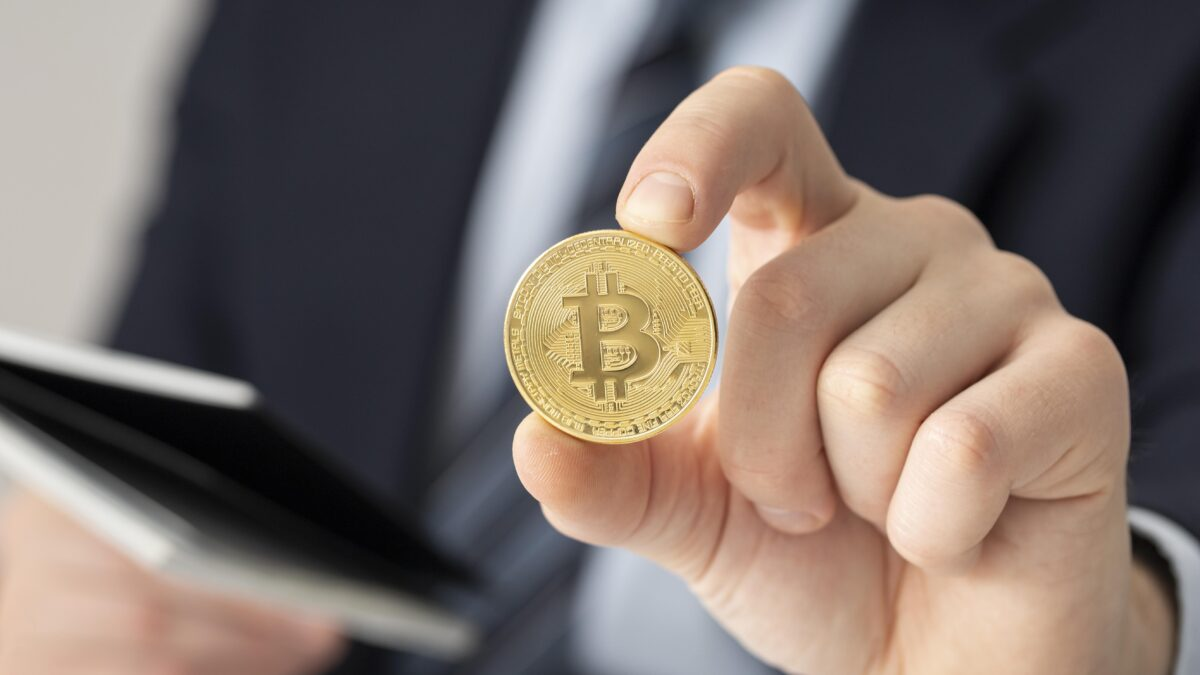 Why Businesses Should Start Accepting Bitcoin Payments Now by Eric Dalius Bitcoin Analyst