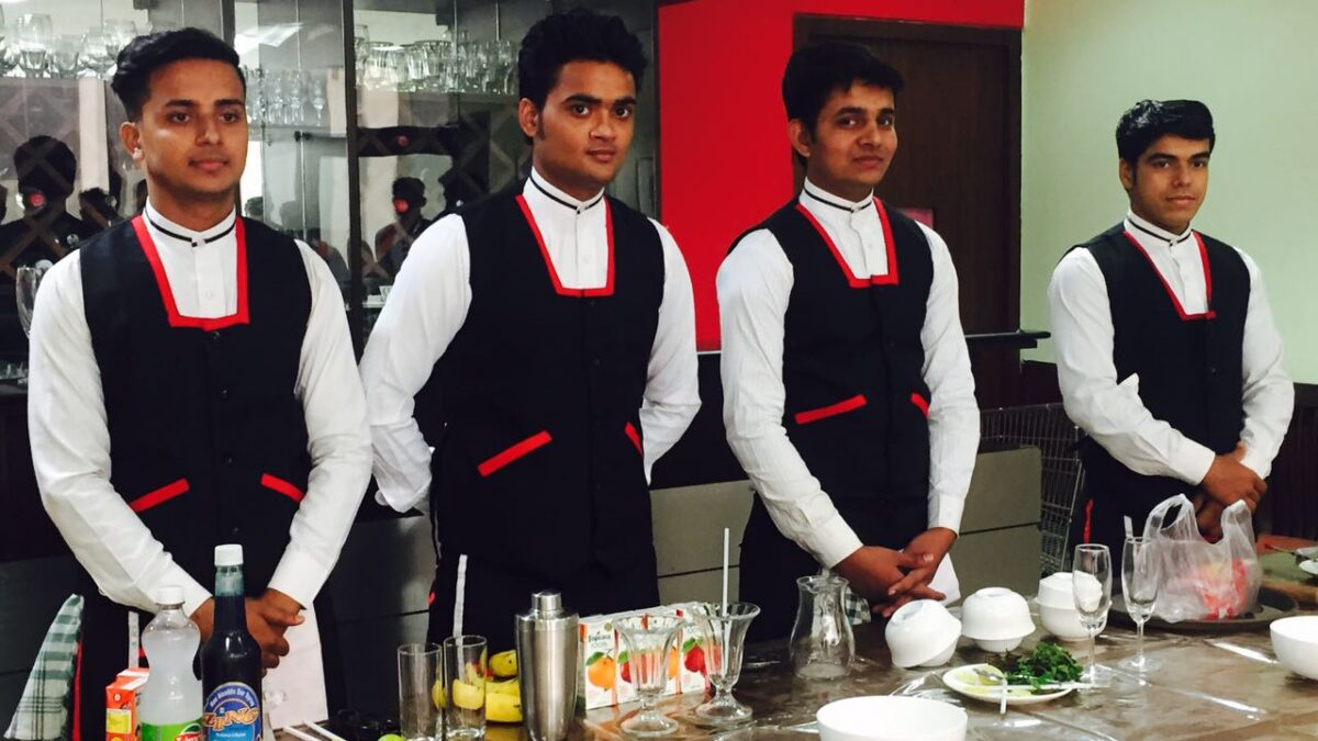 How to Choose the Best Hotel Management College in Delhi