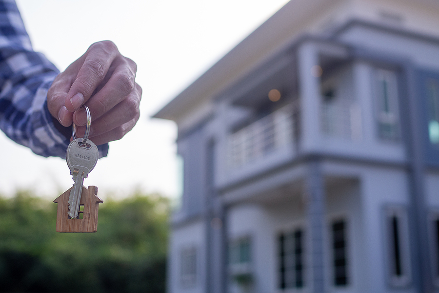 Pros and cons of getting a mortgage broker